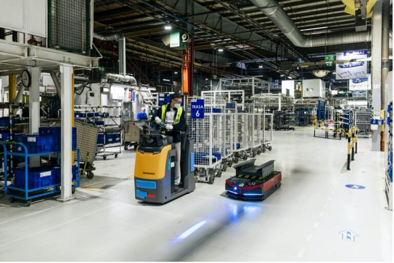 People and robots - complementing human labour with AMRs